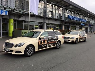 Taxi vor Flughafen Paderborn